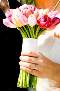 Tulip bouquet inspiration {via theweddingspecialists.net}