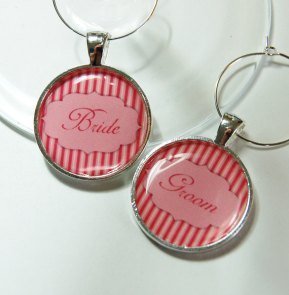 Bride and groom wine charms - www.etsy.com/shop/KellysMagnets