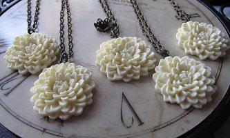 Dahlia necklaces - www.etsy.com/shop/Gingeroni1