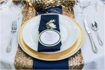 Navy and gold table setting inspiration {via thebridelink.com}