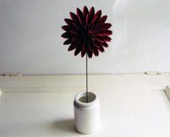 Paper dahlia - www.etsy.com/shop/PaperAltar