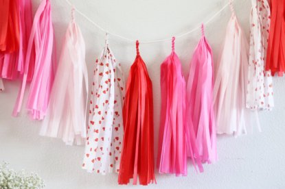 Pink and red tissue-paper garland - www.etsy.com/shop/tasselandtwine