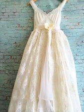 Chiffon, tulle and lace wedding dress (US$300) - www.etsy.com/shop/mermaidmisskristin