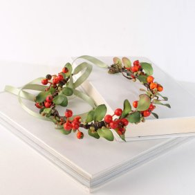 Christmas floral crown - www.etsy.com/shop/VelvetTeacup