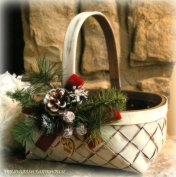 Christmas wedding flower girl basket - www.etsy.com/shop/MinSvenskaLandgard