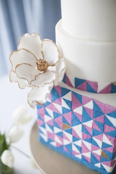 Geometric wedding cake {via weddingomania.com}