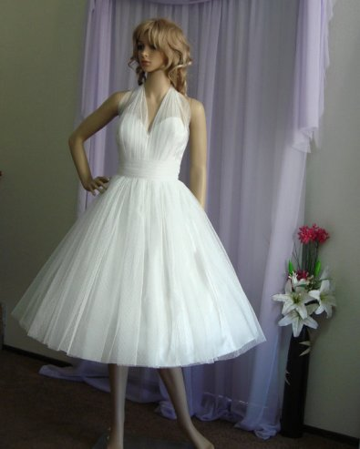 Tea-length wedding dress (US$350) - www.etsy.com/shop/EllanaCouture