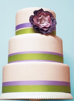 Lilac and green wedding cake {via purple-fall-wedding1126.blogspot.com}