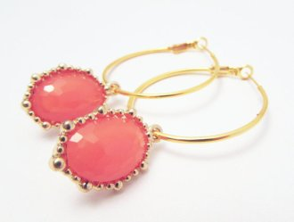 Coral and gold earrings - www.etsy.com/shop/LillyJosephine