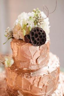 Rose-gold wedding cake {via weddbook.com}