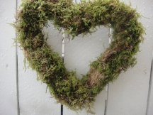 Moss wreath - www.etsy.com/shop/donnahubbard