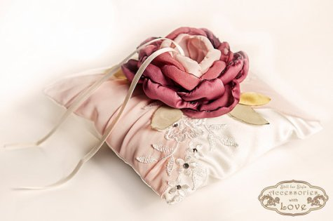 Marsala ring pillow - www.etsy.com/shop/STILLforSTYLE