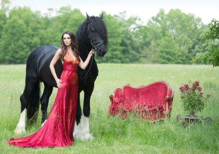 Red wedding dress - www.etsy.com/shop/momosoho