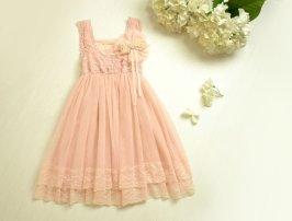 Vintage-look flower girl dress - www.etsy.com/shop/AmazinGems