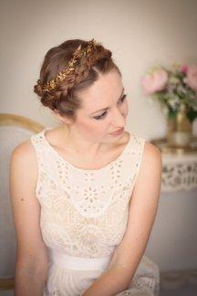 Vintage-style crown - www.etsy.com/shop/AnnaMarguerite