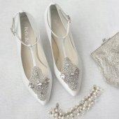 Art deco-style kitten heels - www.etsy.com/shop/BellaBelleShoe