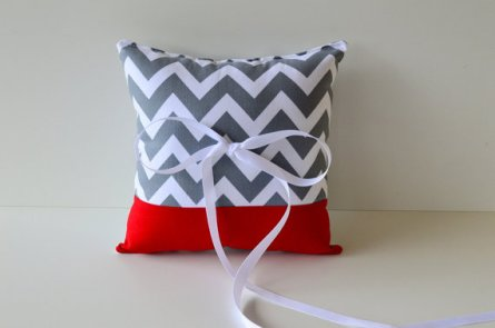 Red and grey ring pillow - www.etsy.com/shop/DaniellaAvery