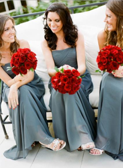 Red and grey wedding inspiration {via weddingomania.com}