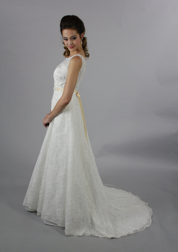 Lace wedding dress us 349 for Wedding dress for less than 100