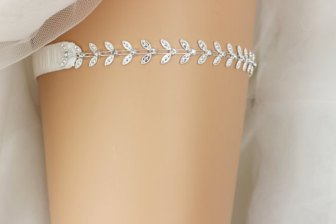 White and silver garter - www.etsy.com/shop/AbsintheArts