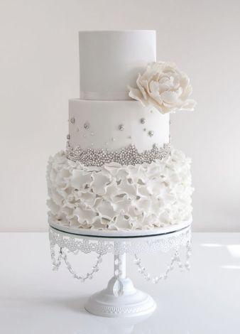 White and silver wedding cake inspiration {via deerpearlflowers.com}