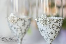 White and silver wedding flutes - www.etsy.com/shop/DiAmoreDS