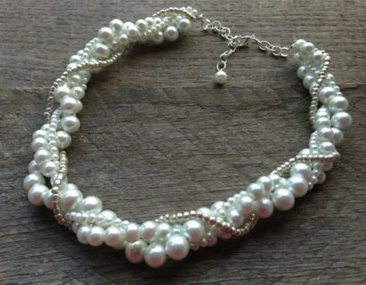 White pearl necklace - www.etsy.com/shop/haileyallendesigns