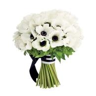 Black and white bouquet idea {via weddingseve.com}