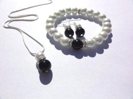 Black and white pearl jewellery set - www.etsy.com/shop/StunningGemsJewelry
