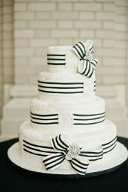 Black and white wedding cake inspiration {via brides.com}