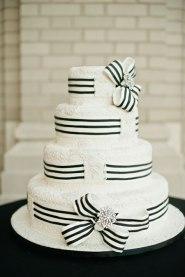 Black and white wedding cake inspiration {via brides.com}