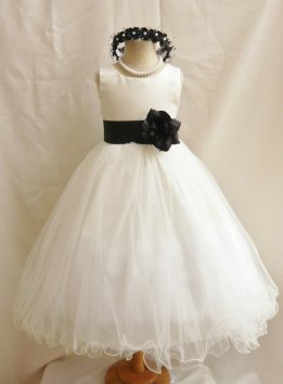 White and black flower girl dress - www.etsy.com/shop/NollaCollection