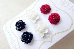 Black, white and red bridesmaid flower earrings - www.etsy.com/shop/PiggleAndPop