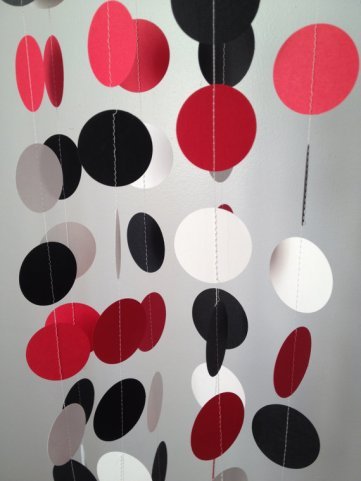 Black, white and red circle garland - www.etsy.com/shop/ChhaysHandiCraft