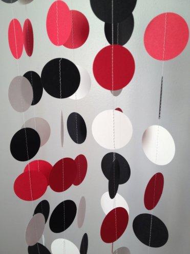 Black, white and red circle garland - www.etsy.com/shop/ChhaysHandiCraft