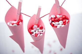 Hand custom m&ms around your venue {via mymms.com}