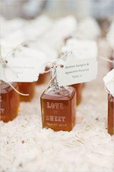Little jars of honey as wedding favours {via weddingchicks.com}