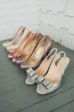 Mismatched glitter heels for the bridesmaids {via stylemepretty.com}