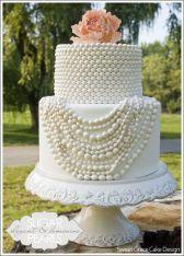 Pearl-look wedding cake {via thecakeblog.com}