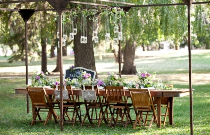 Backyard wedding inspiration {via theeverygirl.com}