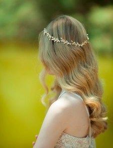 Bridal leaf hair accessory - www.etsy.com/shop/Ayajewellery