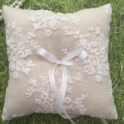 Ring pillow - ww.etsy.com/shop/AnnaBridalBoutique