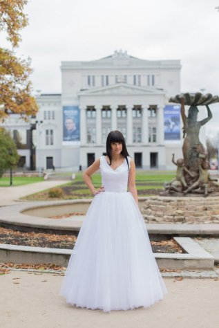 Princess wedding dress $366 - www.etsy.com/shop/TashaWeddingStudio