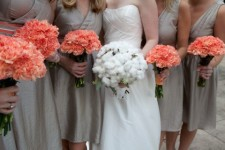 Coral wedding bouquets {via happywedd.com}