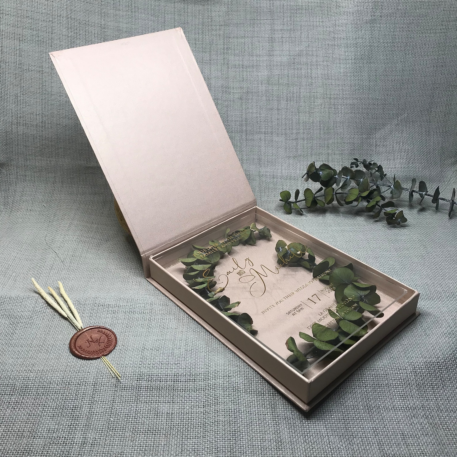 Luxury plexiglass invitation in a box