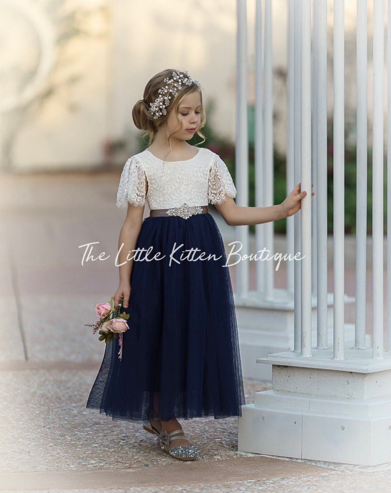 Lace and tulle short-sleeved flower girl dress