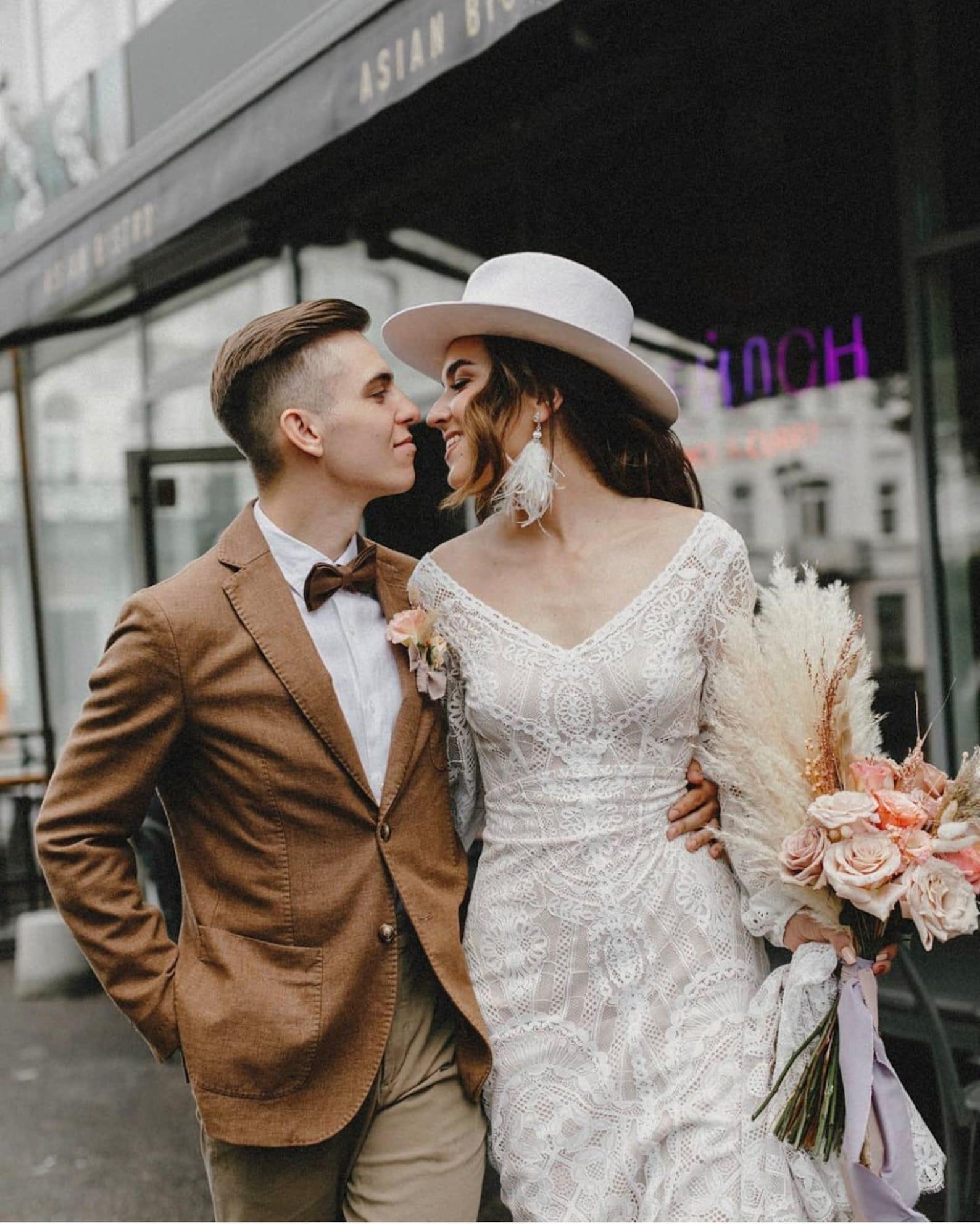 Long-sleeved lace wedding dress